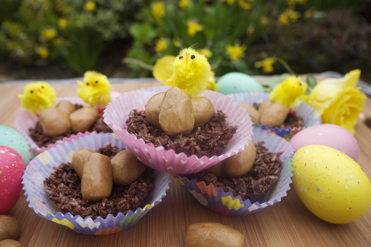 Chocolate Easter Nests with Golden Vanilla Eggs