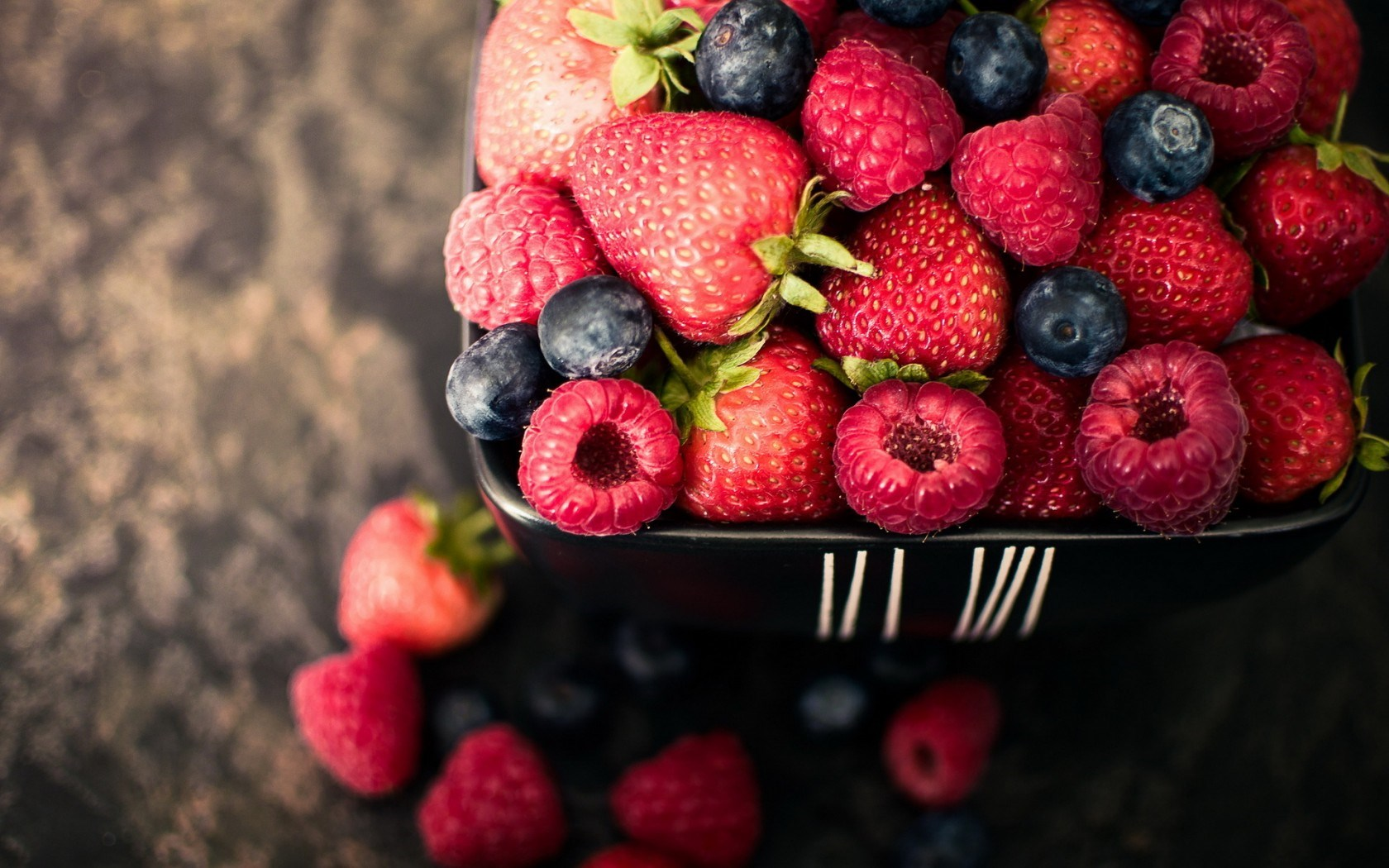 berries-summer-widescreen-high-definition-desktop-wallpaper-background-picture-free